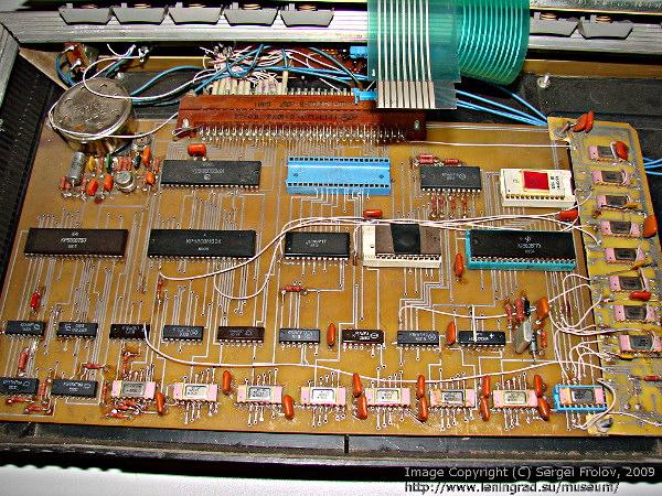 А мы с братом свой первый ПК сами делали: РК86 с процессором 1821ВМ85 если кто помнит. эххх. клавиатура на герконах.